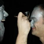 Stahlmann beim MakeUp mit Senjo-Color