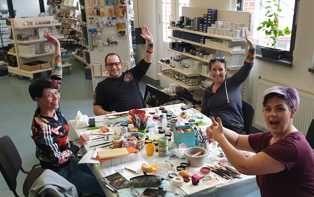 Workshop Painting bei Senjo Color - Künstlerrunde mit Silke Kirchhoff
