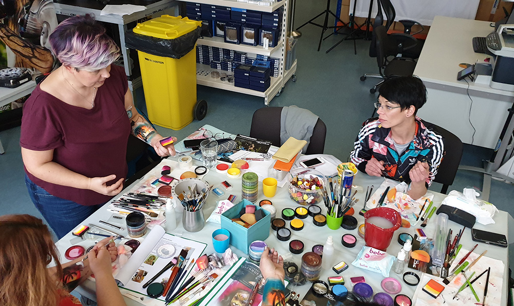 tolle farbauswahl beim facepainting workshop