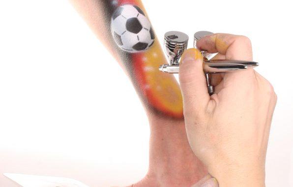airbrush schablone fussball anwendung senjo color